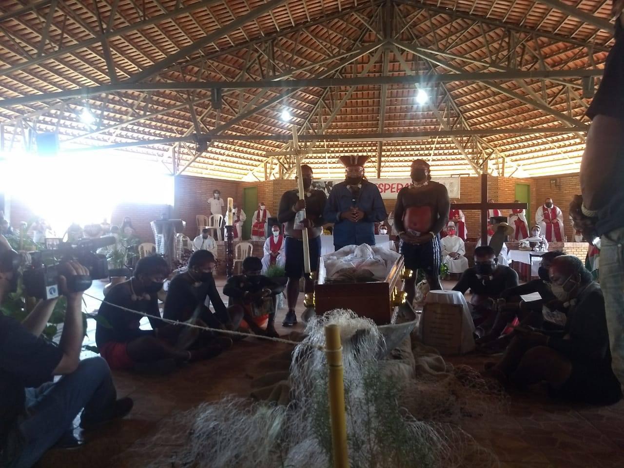 El Poble Xavante s'acomiada de Casaldàliga
