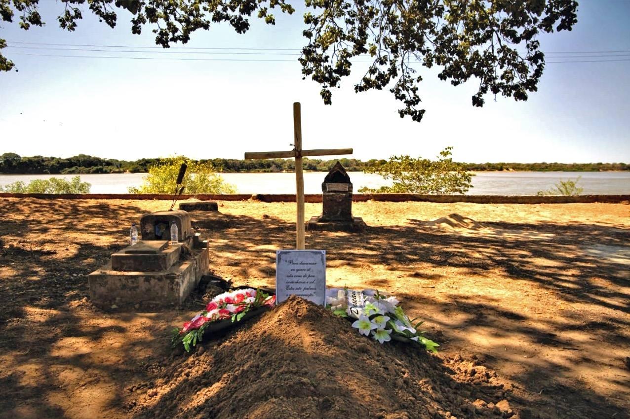 Pedro Casaldàliga descansa pa beira do Rio Araguaia