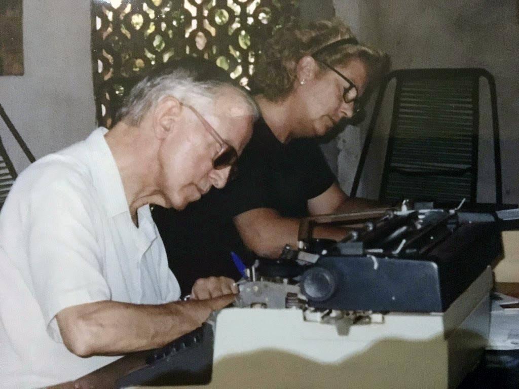 Pere Casaldàliga amb Maritxu Ayuso a casa seva a São Félix do Araguaia