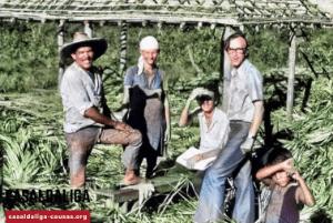 Pere Casaldàliga visitant uns camperols a l'Araguaia