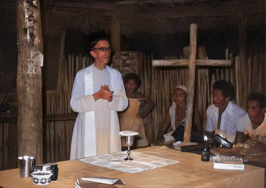 Pere Casaldàliga dient missa en una de les comunitats de la seva Prelatura